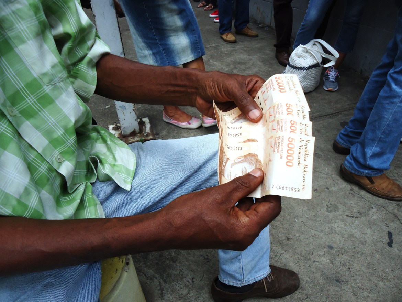 distanciamiento social efectivo billetes maturín monagas colas