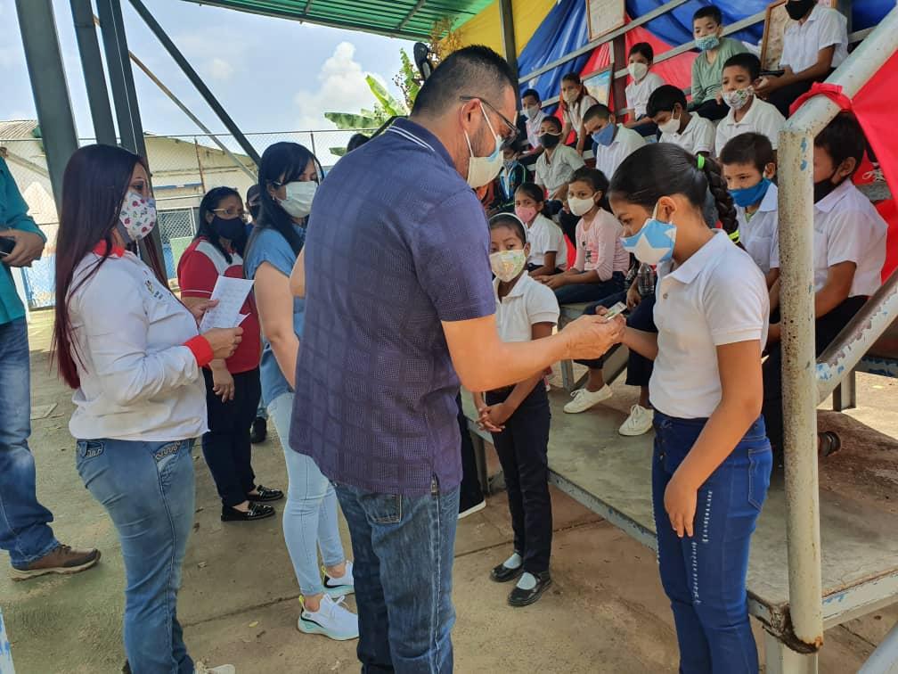 laverdaddemonagas.com vecinos de potrerito trancan la via para reclamar agua y salubridad 3