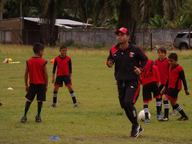 atletico la cruz culmino la jornadas de clinicas deportivas laverdaddemonagas.com gedc1225 1