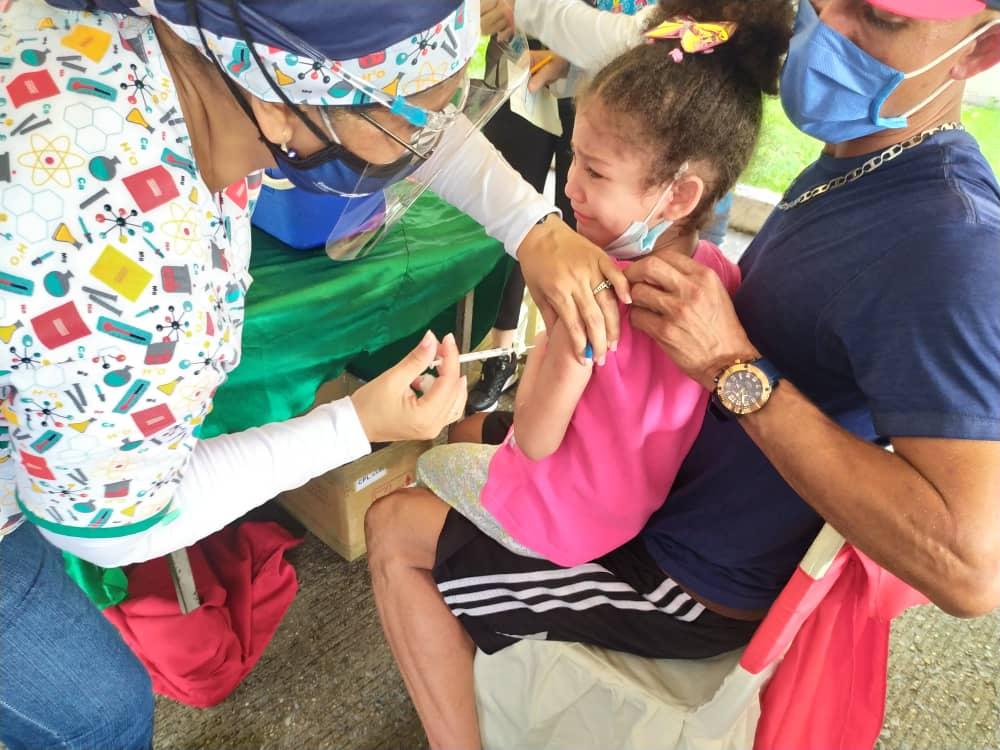 todo un exito jornada medica y de vacunacion organizada por farmadon y la drs laverdaddemonagas.com vacuna2