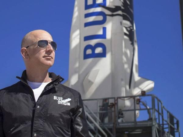 Jeff Bezos viaja al espacio en su propia compañía espacial