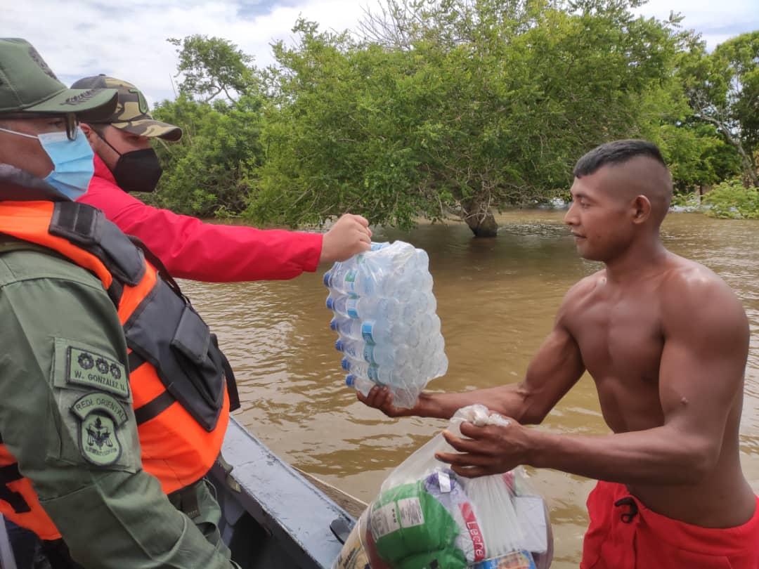 asisten a 998 familias afectadas por las lluvias en monagas laverdaddemonagas.com ernesto luna1