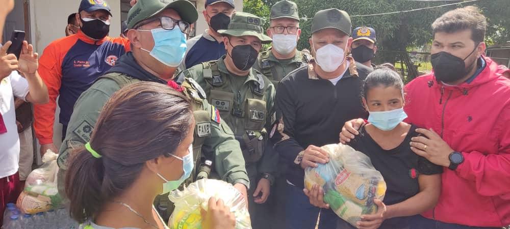 autoridades civiles y militares atienden a familias afectadas por lluvias al sur de maturin laverdaddemonagas.com autoridades militares 2
