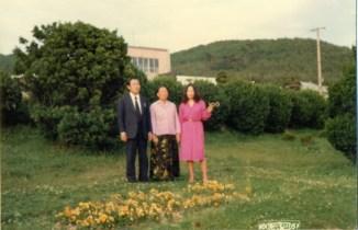 Ahnsahnghong con su esposa e hija