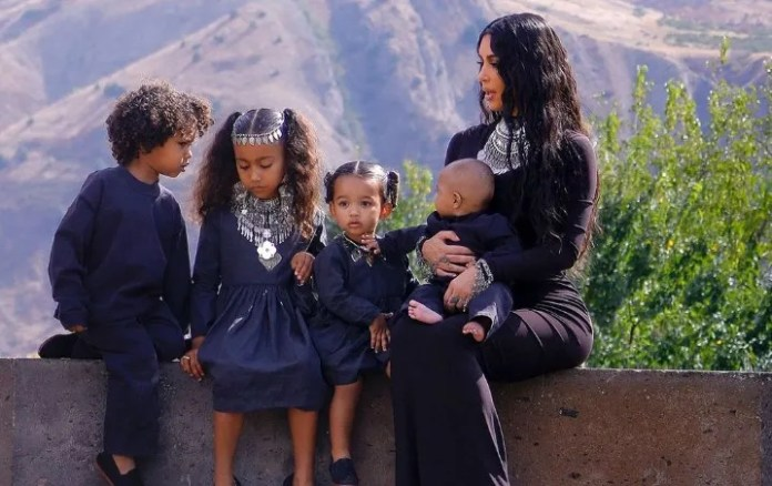 The daughter of Kim Kardashian claiming to his mother that does not care for his brothers