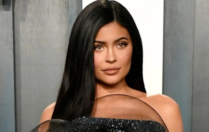 Filtered photos of Kylie Jenner in MURDER it beyond Recognition!