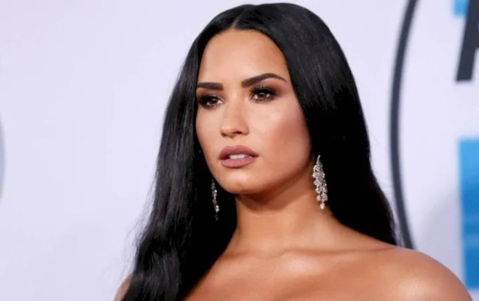 Demi Lovato urges mexicans to stay home