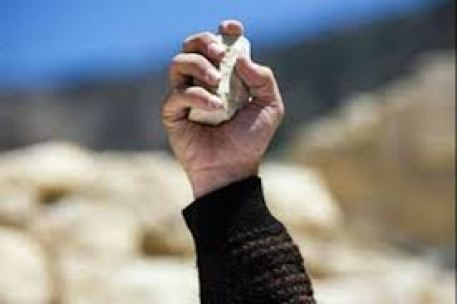 piedra en manos