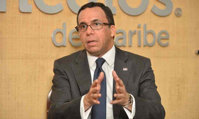 Navarro impulsa las reformas educativas contra viento y marea