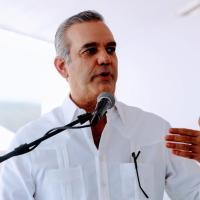 Abinader suspende temporalmente a Faña del IAD