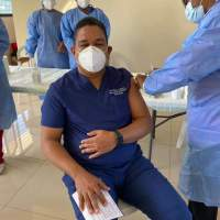 Diputado Moisés Ayala se vacuna contra el COVID-19