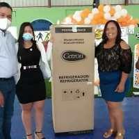 VICENTE NOBLE: Diputado Moisés Ayala realiza almuerzo a Enfermeras