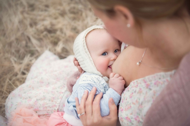 tammy-nicole-photography-newborn-baby-maternity-breastfeeding-english-espanol-munich-family42-1024x683.jpg