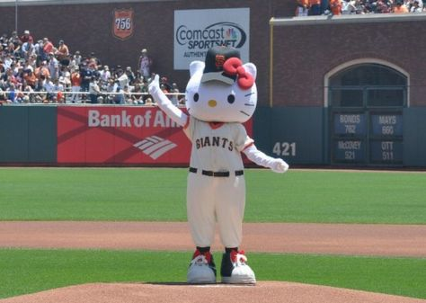 Hello-Kitty-Giants-San-Francisco_4462892-2