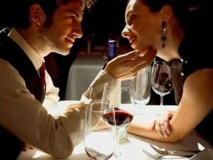 A quien dijo que no se puede seducir en una cena juntos, patada en los cojones