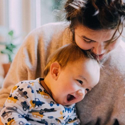 Madre feliz con su bebé