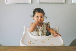Bebé Comiendo Cereales