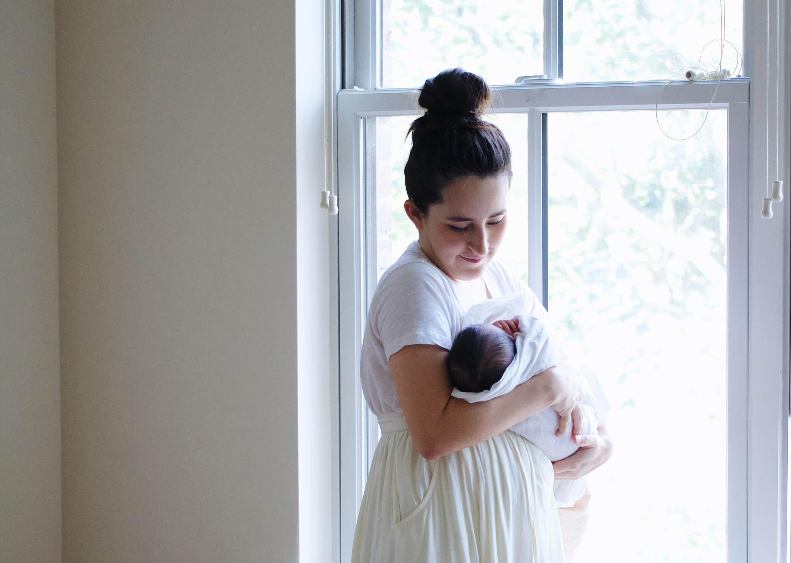 Madre con recien nacido