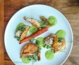 Coquelet, aubergine, pois vert, carotte et peau de poulet | Restaurant Les 400 coups du Vieux-Montréal