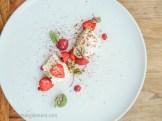 Pana cotta, miel, fraises, pistaches et sumac | Restaurant Les 400 coups du Vieux-Montréal