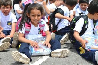 El acto de entrega se convirtió en el momento propicio para que en medio de dinámicas, los niños y niñas aprendieran la importancia de cuidar los elementos escolares. La Villa.