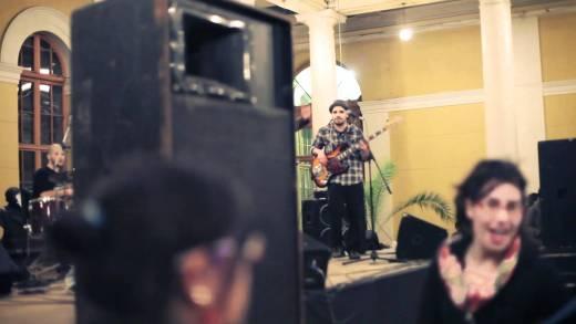 LaVitrola.cl: Drakos – La Mexicana (en vivo toma de la casa central de la Universidad de Chile)