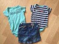 Zwei süße Bodies von Next von Mamikreisel und eine Jeans von meiner Tante ... passt hoffentlich alles im Urlaub :)