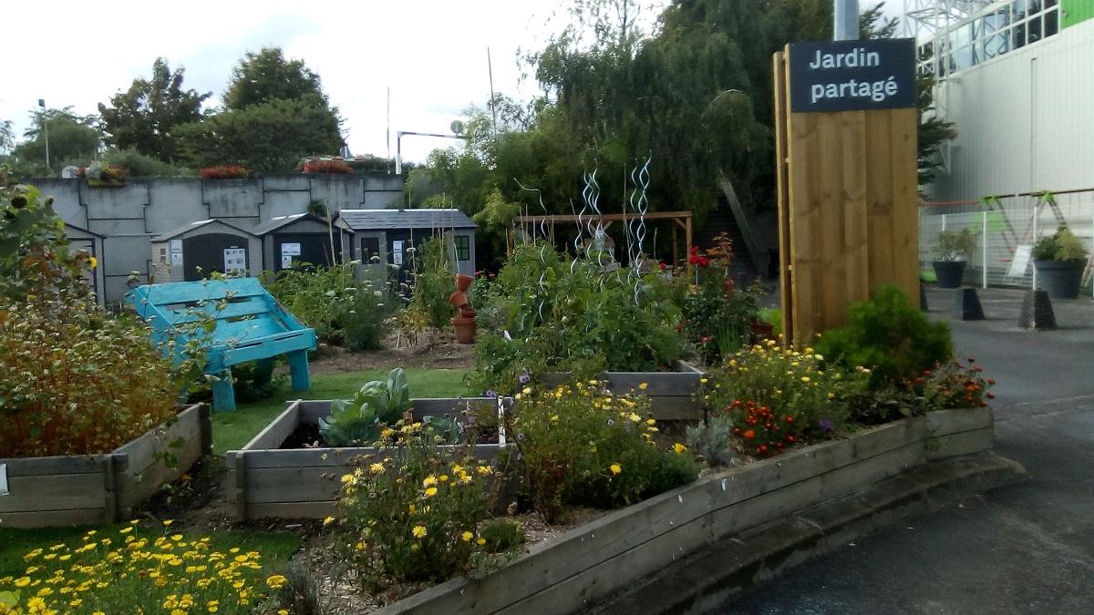 leroy merlin jardin lognes chaise de jardin en rsine grafik gris perle with leroy merlin jardin. Black Bedroom Furniture Sets. Home Design Ideas