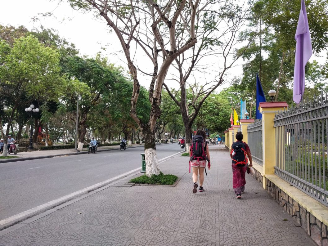 On the road, Hue