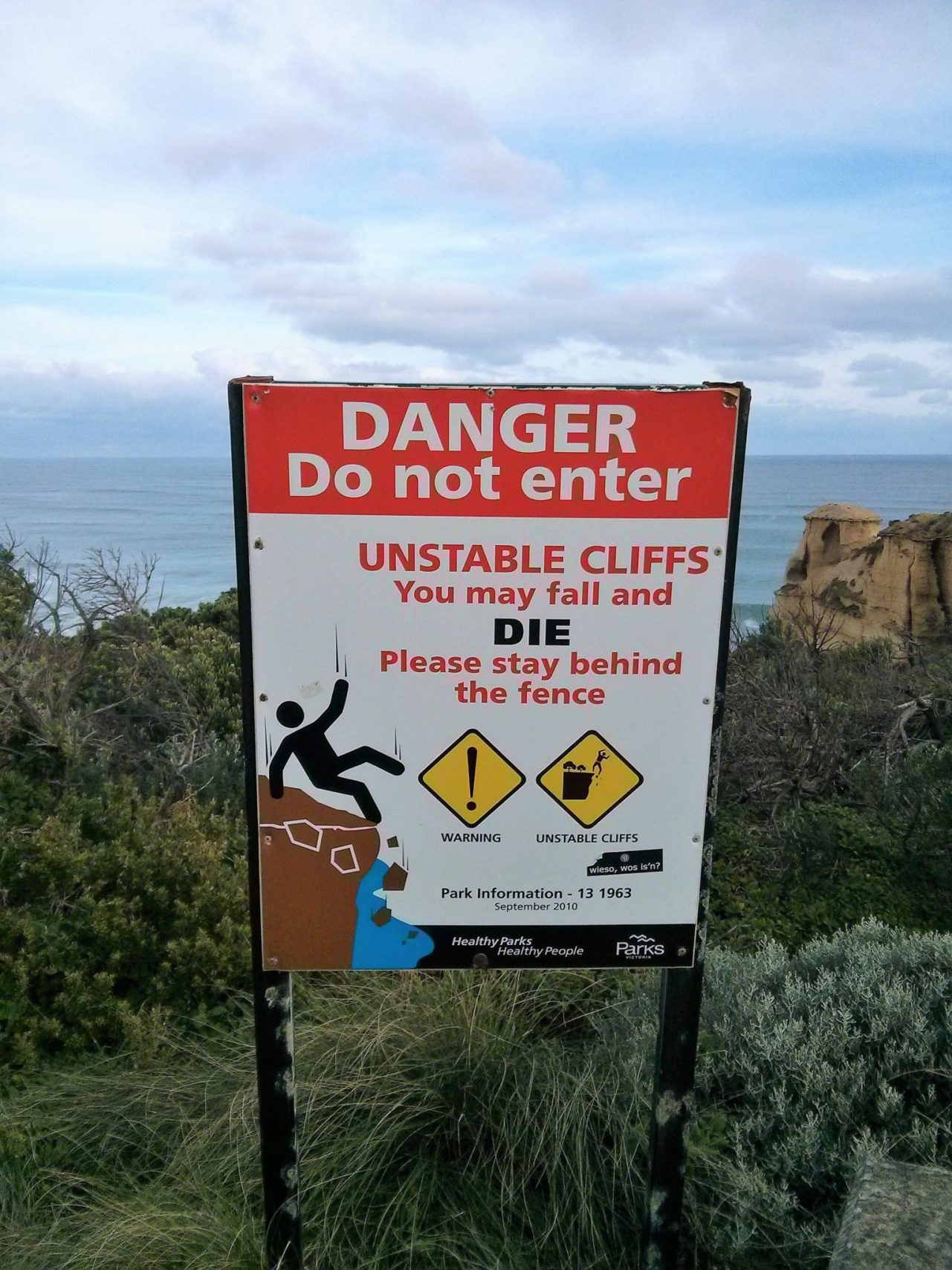 You may fall and die, cartello sulla Great Ocean Road, Australia