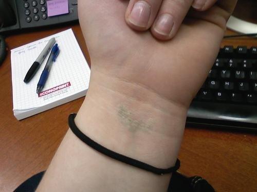 Los Tatuajes De Tinta Blanca Un Toque De Discreción Con Muchos