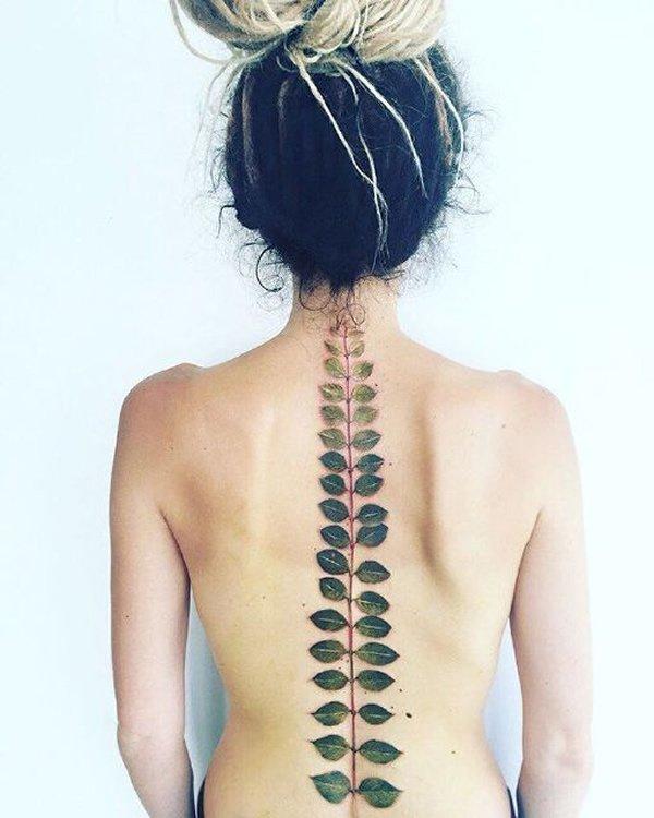 15 Tatuajes Increíbles Para La Columna Vertebral La Voz Del Muro