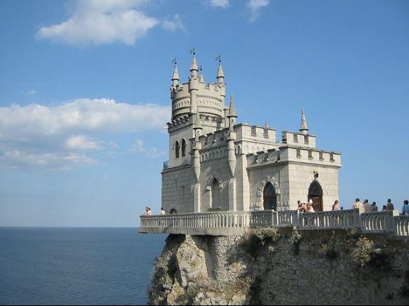 castillo en acantilado