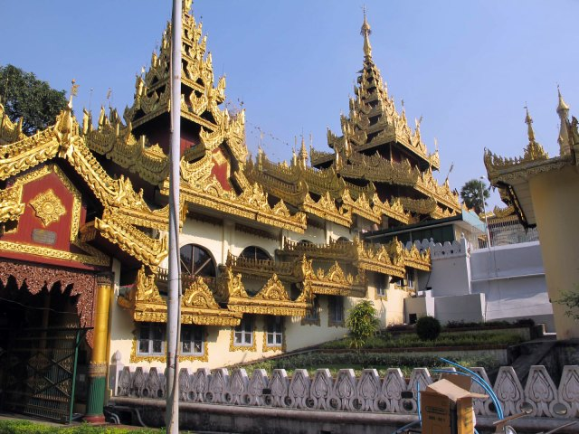 pagoda asiática dorada