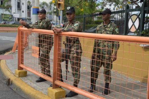 Santo Domingo amaneció militarizado. Gobierno pierde su paz?