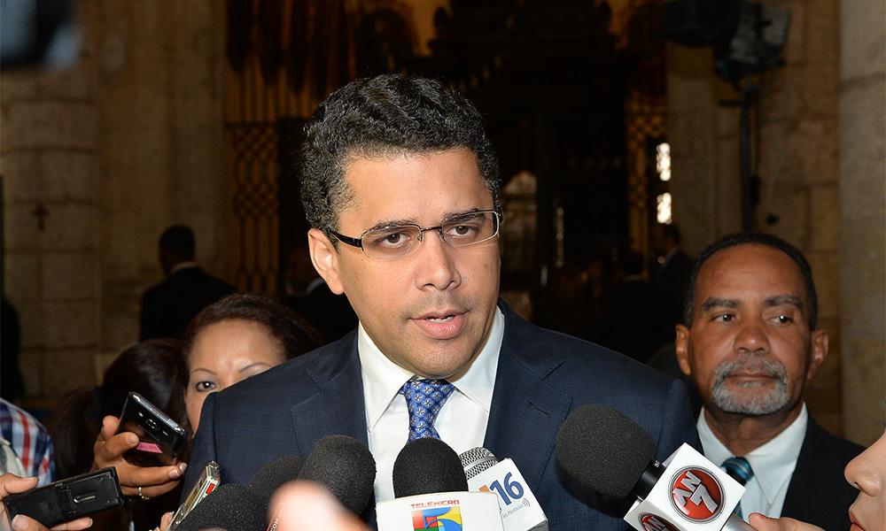 David Collado afirma encuestas le otorgan 77%, pero no dice si se reelegirá