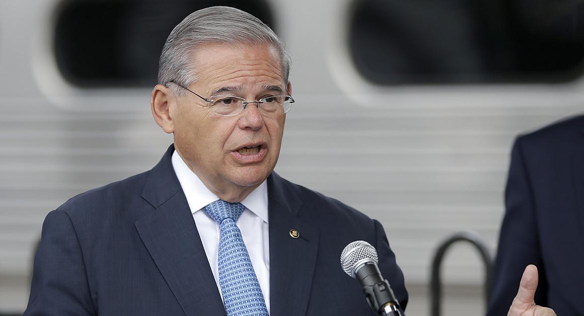 Senador Menéndez dice cambiar la Constitución para reelección es una perversión a la democracia