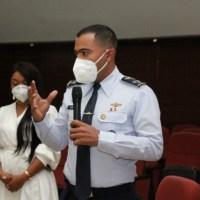 @MDefensaRD: Directiva @CNCSRD sostiene encuentro con oficiales de relaciones públicas y TIC's en #FuerzasArmadas