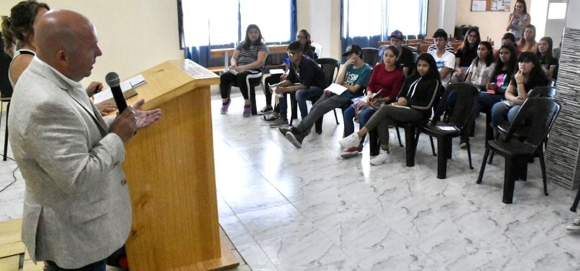 Gustavo Sastre visitó la Asociación  JUCUM