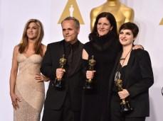 Jennifer Aniston junto a los ganadores a mejor documental