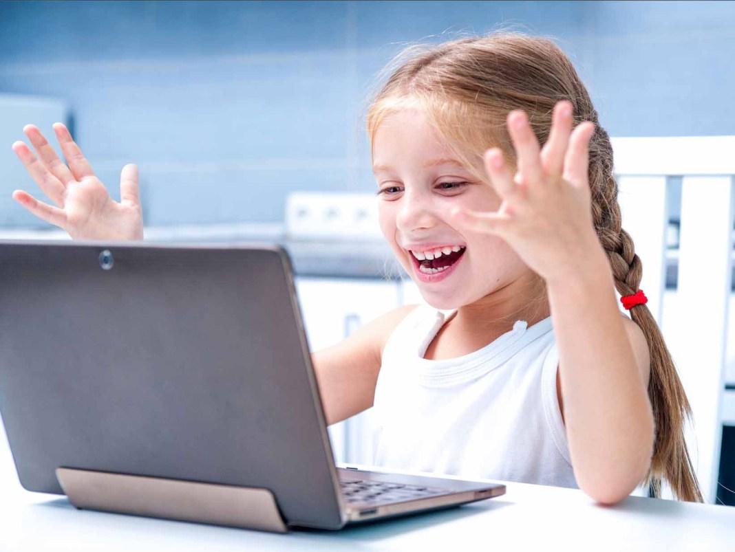 Vivacable ofrece conexión a internet gratuita a 25 alumnos sin recursos de Carmona 1