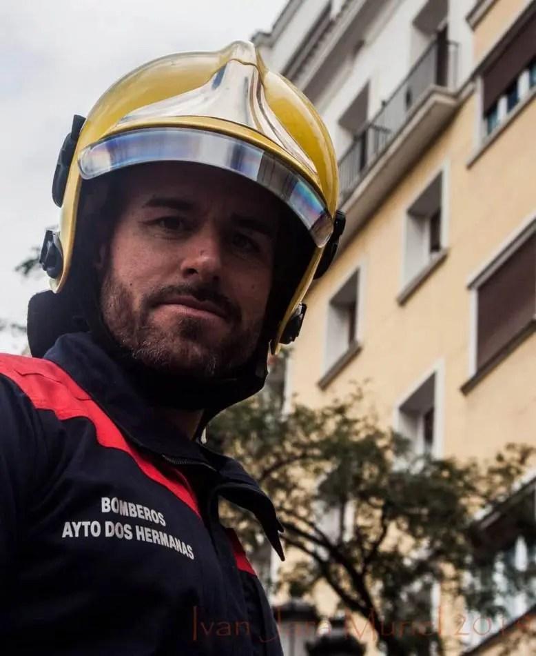 Un bombero visueño evita que una mujer muera ahogada en una playa de Cádiz