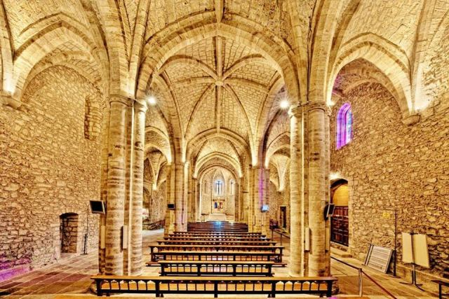 Interior de la iglesia del monasterio de Santo Toribio de Liébana.