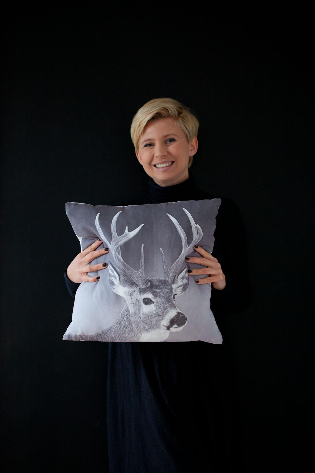 Spraw sobie jelenia, czyli salon w stylu skandynawskim