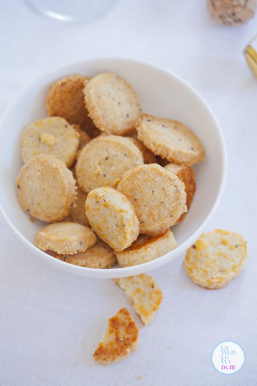 domowe-krakersy-serowe-przepis02