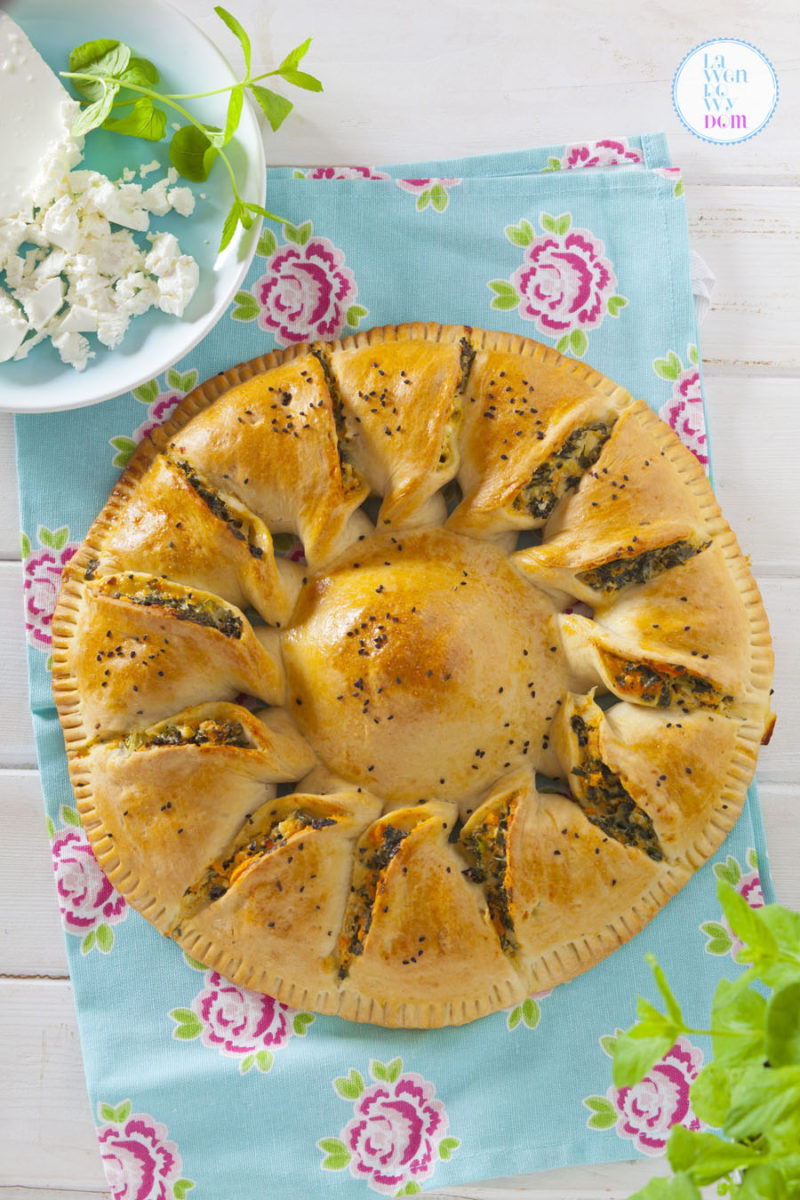 wegetarianskie-ciasto-z-jarmuzem-batatami-i-serem-tartar02