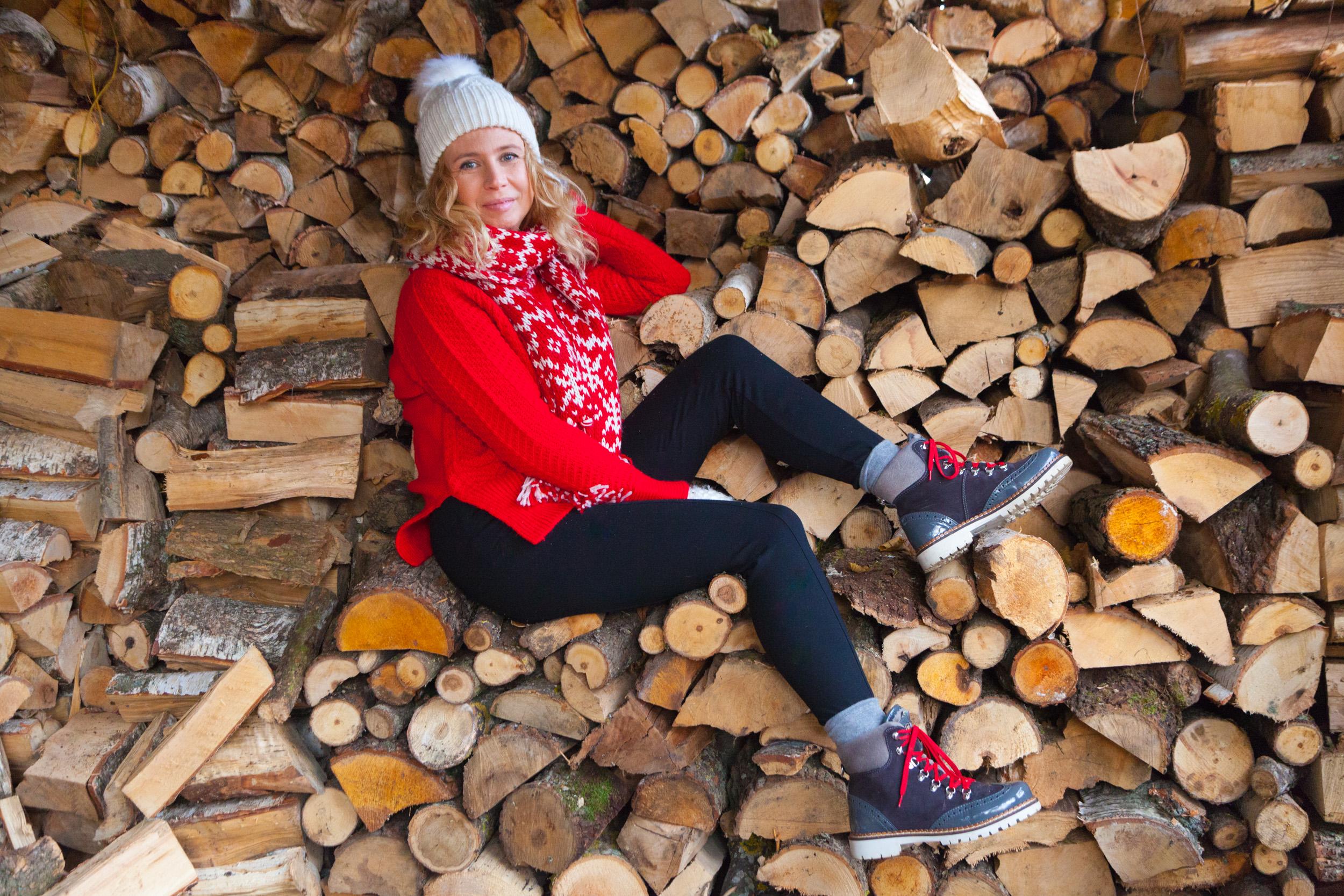 stylizacja-z-czerwonym-swetrem