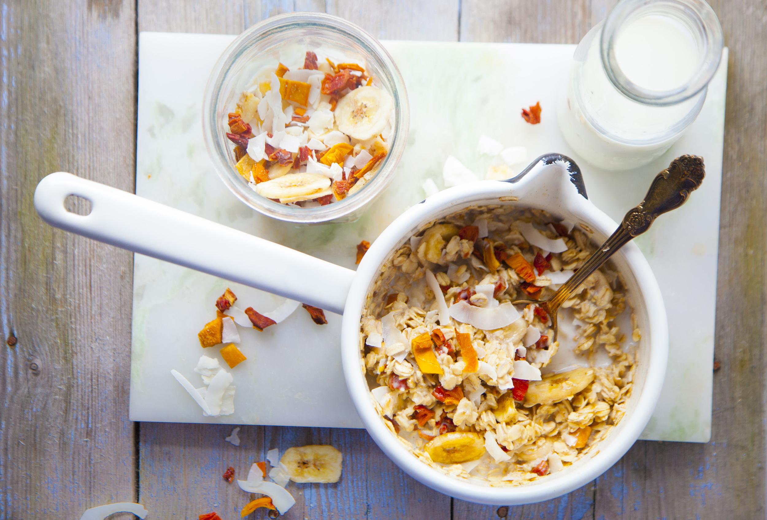 #Rozgrzewające śniadania – błyskawiczna owsianka tropikalna