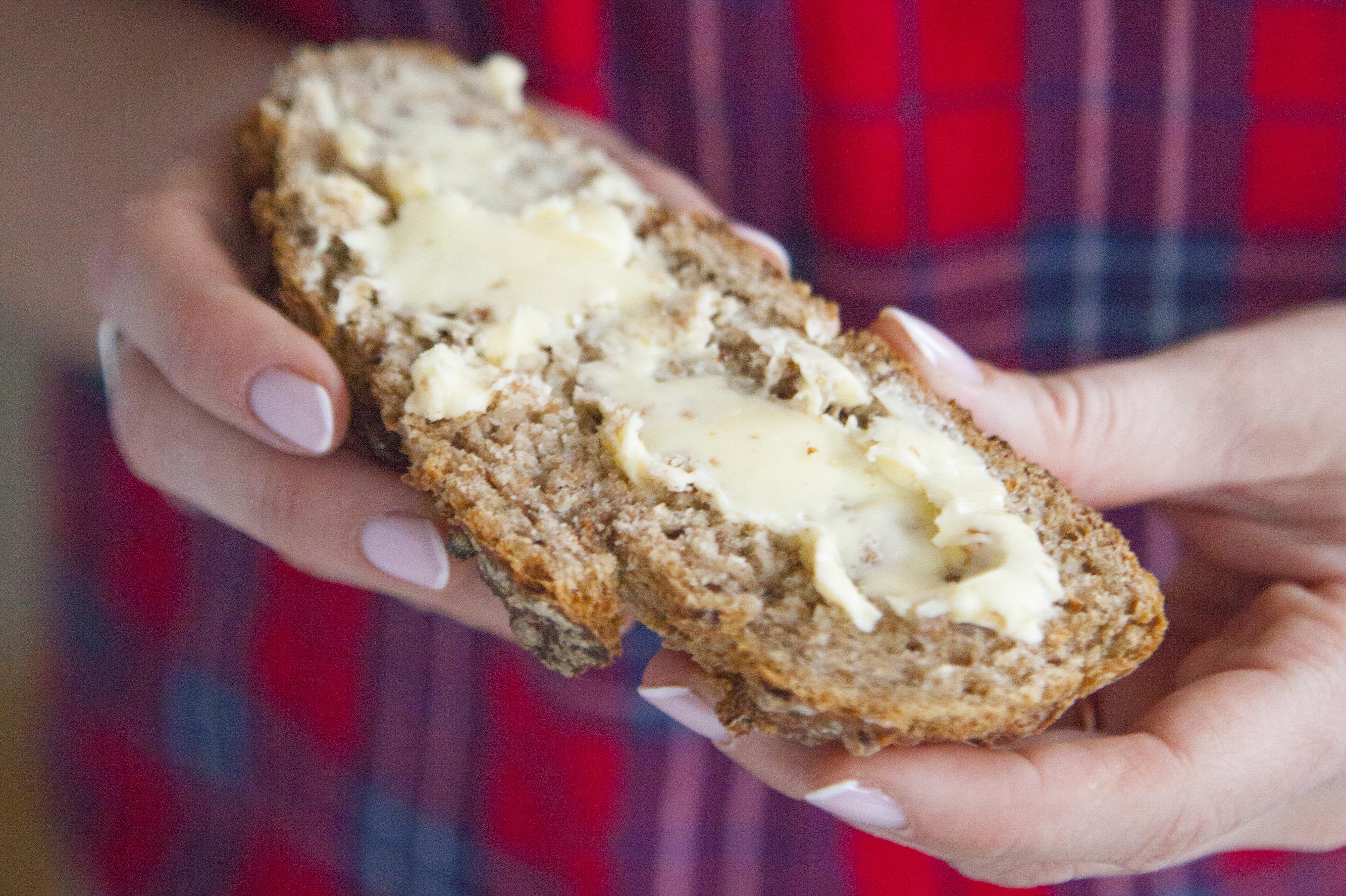 Bardzo prosty chleb pełnoziarnisty z płatkami owsianymi i gryką