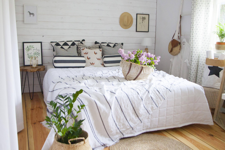 Sypialnia w stylu boho – jak ją urządzić niewielkim kosztem